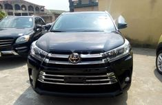 Selling 2018 Toyota Highlander automatic at mileage 0 in Lagos