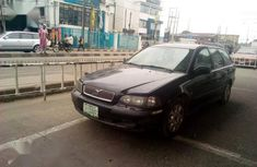 Need to sell high quality red 2002 Volvo V40 automatic at price ₦520,000