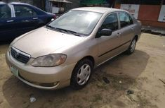 Selling gold 2006 Toyota Corolla automatic at mileage 110,421