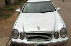 Sell well kept white 2001 Mercedes-Benz CLK automatic