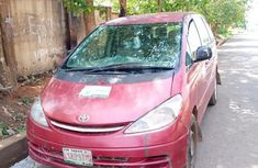 Need to sell high quality red 2004 Toyota Previa manual in Ibadan