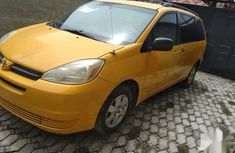 Need to sell yellow 2004 Toyota Sienna at mileage 15,369 in Lagos