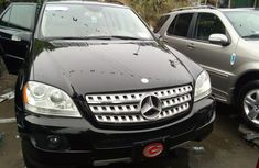 Well maintained black 2011 Mercedes-Benz ML350 automatic for sale