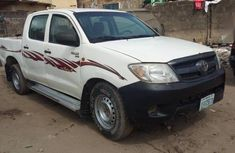 Sell well kept white 2007 Toyota Hilux pickup manual in Lagos