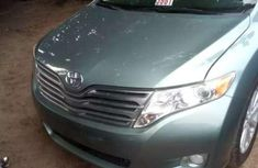 Selling 2010 Toyota Venza automatic in Warri