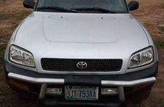 Need to sell cheap used grey/silver 2000 Toyota RAV4 suv in Abuja