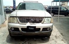 Need to sell used 2004 Ford Explorer in Lagos at cheap price
