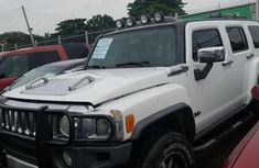 Clean and neat white 2008 Hummer H3 suv at price ₦1,850,000 in Ikeja