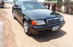 Sell well kept 2000 Mercedes-Benz C180 automatic in Kaduna