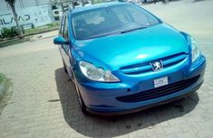 Best priced blue 2005 Peugeot 307 automatic in Abuja
