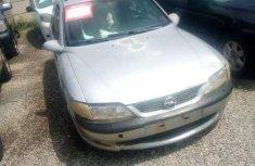 Selling grey 1998 Opel Vectra sedan automatic