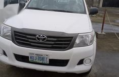 Need to sell high quality white 2015 Toyota Hilux automatic at price ₦15,500,000
