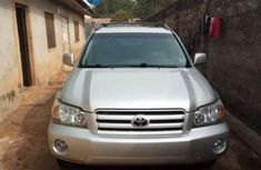 Need to sell 2004 Toyota Highlander automatic in good condition in Ibadan