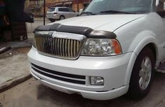 Sell neatly used 2005 Lincoln Navigator at mileage 88,000