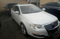 Volkswagen Passat 2007 White for sale
