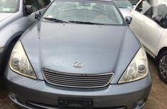 Best priced green 2005 Lexus ES sedan automatic in Lagos