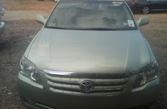 Sell well kept 2005 Toyota Avalon at mileage 115,000 in Abuja