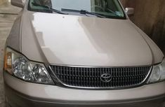Best priced used gold 2003 Toyota Avalon automatic in Lagos