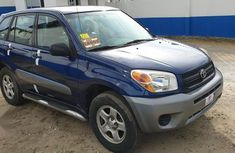 Clean blue 2004 Toyota RAV4 automatic car at attractive price