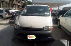 Need to sell cheap used 2000 Toyota HiAce in Lagos