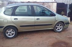 Best priced gold 1999 Renault Megane hatchback manual in Onitsha
