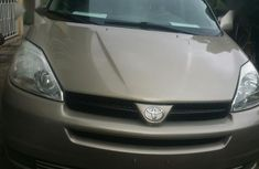 Used silver 2004 Toyota Sienna automatic at mileage 120,525 for sale