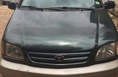 Toyota Sienna 2002 Green color for sale