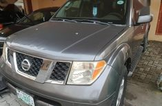 Clean and neat grey/silver 2006 Nissan Pathfinder