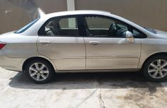Selling gold 2008 Honda City automatic at mileage 15