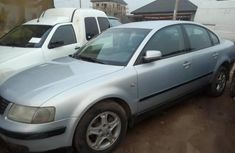 Need to sell used 2001 Volkswagen Passat automatic in Lagos at cheap price