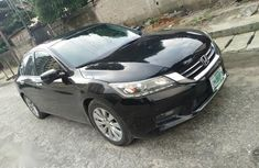 Need to sell cheap used black 2016 Honda Accord automatic in Lagos