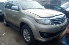 Sell sparkling 2013 Toyota Fortuner suv automatic