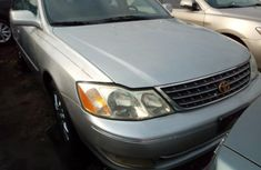 Well maintained grey 2004 Toyota Avalon sedan automatic for sale