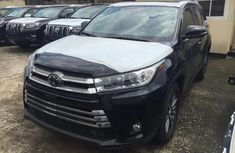 Sell black 2019 Toyota Highlander suv automatic at cheap price