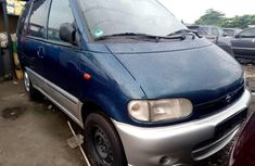 Best priced green 2000 Nissan Serena manual