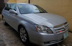 Selling grey 2005 Toyota Avalon at cheap price