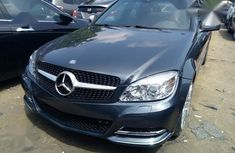 Selling black 2009 Mercedes-Benz C300 sedan automatic