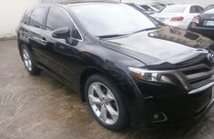 Clean and neat black 2015 Toyota Venza