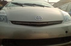Selling 2006 Toyota Prius automatic in good condition