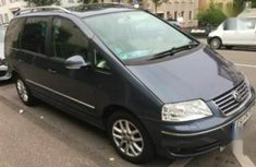Sell well kept 2004 Volkswagen Sharan at price ₦1,400,000 in Lagos