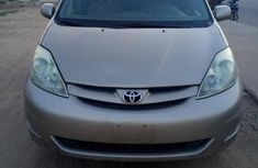 Need to sell high quality gold 2006 Toyota Sienna automatic