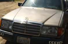 Need to sell high quality 1990 Mercedes-Benz 230E at price ₦500,000 in Enugu