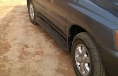 Need to sell high quality blue 2002 Toyota Highlander automatic at price ₦1,400,000