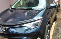 Selling blue 2018 Toyota RAV4 at cheap price