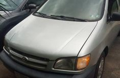 Neatly used 2003 Toyota Sienna for sale in Ibadan