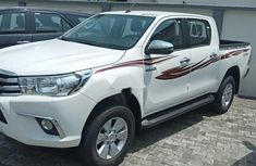 Need to sell white 2019 Toyota Hilux at price ₦19,000,000