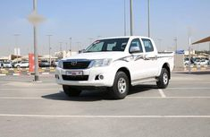 Selling 2015 Toyota Hilux automatic at mileage 165,662