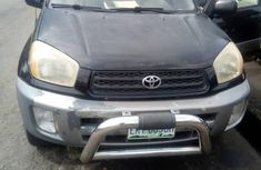 Selling black 2005 Toyota RAV4 in Warri