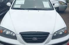Sell used white 2005 Hyundai Elantra manual at price ₦600,000