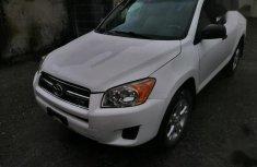 Sell used white 2009 Toyota RAV4 at mileage 120,000